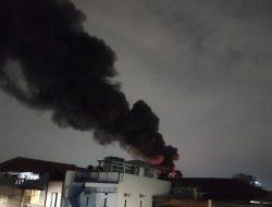 Kebakaran Lagi di Jakarta Barat, 19 Unit Mobil Damkar Dikerahkan