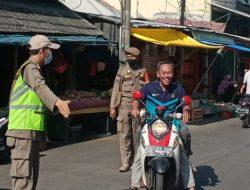 Satpol PP Kelurahan Warakas Gaspol Disiplinkan Masyarakat Patuhi Prokes