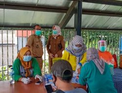 Warga Cilincing yang Bermukim di Kawasan Padat Penduduk Divaksin