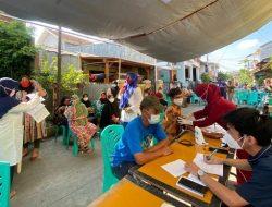Warga Sukapura Jakarta Utara di Kawasan Padat Penduduk Divaksin