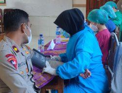 Kapolsek Abiansemal Dampingi Wakil Bupati Pantau Pelaksanaan Vaksinasi