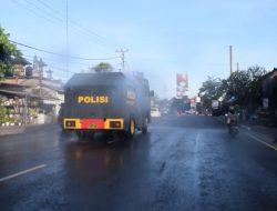 Semprot Jalan Raya, Polres Badung Kerahkan Water Canon
