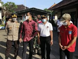 Kapolsek Abiansemal Dampingi Wakil Buapti Badung Pantau Vaksinasi Covid-19