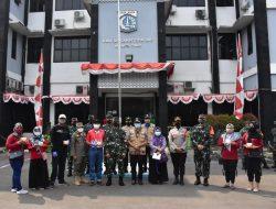 Pangdam Jaya Salurkan Obat Covid-19 dari Presiden ke Warga Kecamatan Cipayung