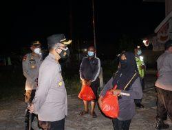 Kapolres Kubu Raya Pimpin Patroli Skala Besar dan Bagikan Sembako ke Masyarakat