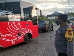 Kabag Ops Polres Badung Cek Pos Penyekatan di Pintu Masuk Terminal Mengwi