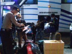 Cegah Covid-19, Sat Sabhara Polres Badung Perketat Pengecekan di Terminal Mengwi