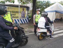 Satlantas Polresta Denpasar Lakukan Pengawasan Mobilitas Masyarakat