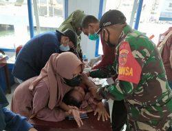 Babinsa Koramil 1505-01/Tidore Monitoring Vaksinasi dan Sunatan Massal TNI-AL